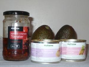 Soltørka tomater, avokado, nøttepostei og bønnepostei